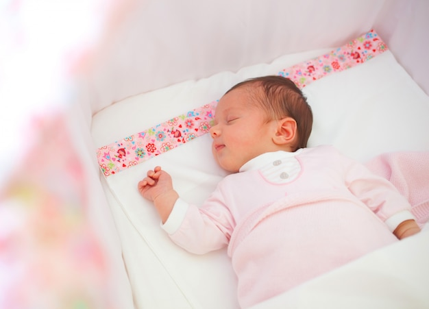 Retrato, de, dormir, bebê recém-nascido, menina