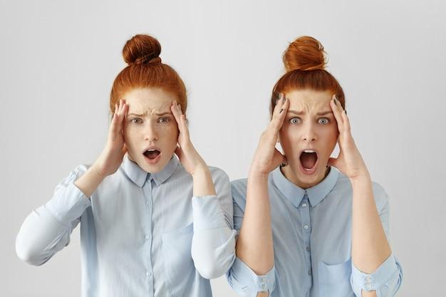 Retrato de duas jovens europeias apavoradas com cabelos ruivos presos em coques