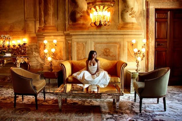 Retrato, de, elegante, mulher, em, um, luxo, hotel