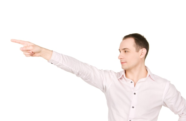 Retrato de empresário atraente apontando o dedo