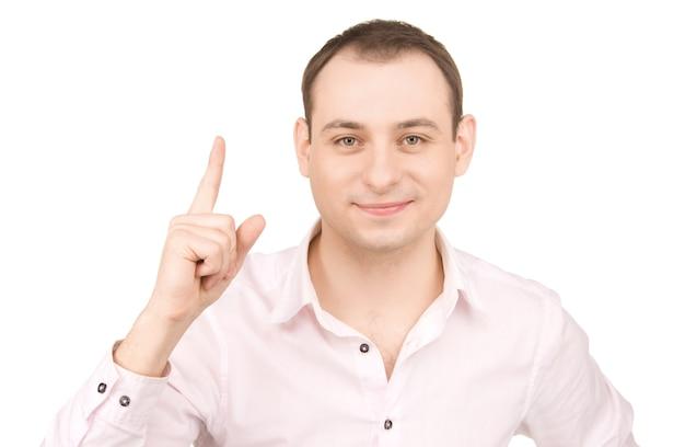 Retrato de empresário atraente com o dedo para cima