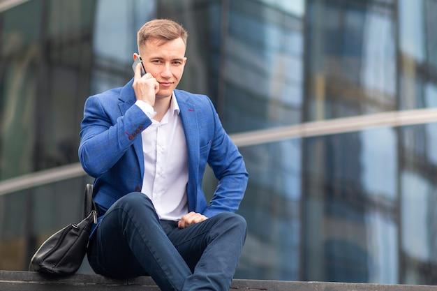 Retrato de empresário bem-sucedido e confiante