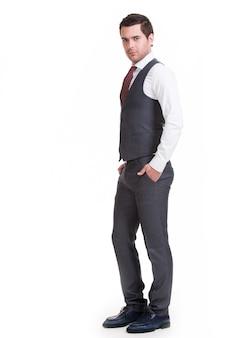 Retrato de empresário em poses de terno cinza