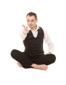 Retrato de empresário sentado em posição de lótus