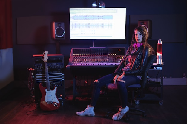 Retrato de engenheira de áudio