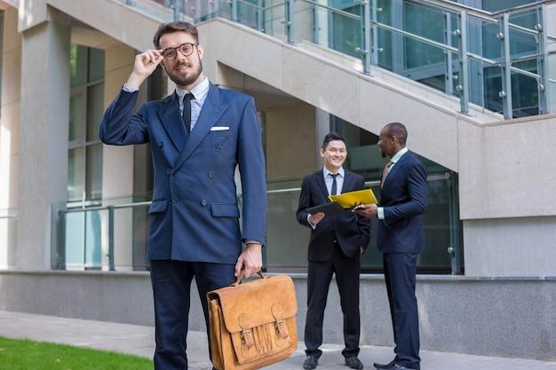 Retrato de equipe de negócios multiétnica