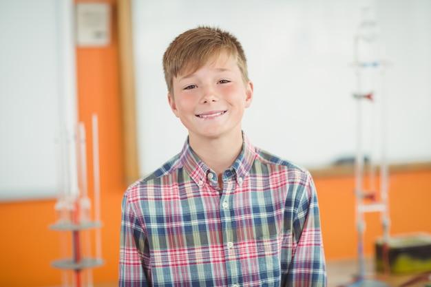 Retrato de estudante sorridente
