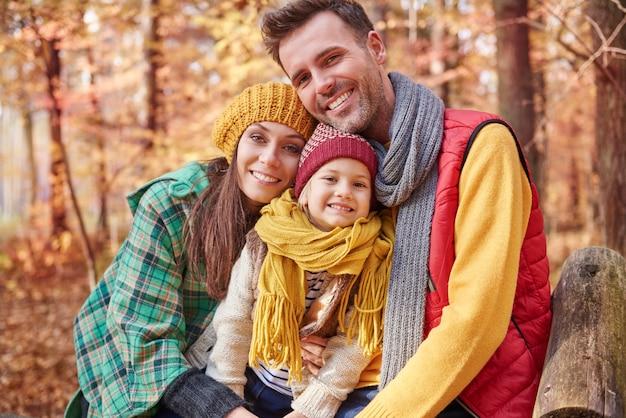 Retrato de família durante o outono