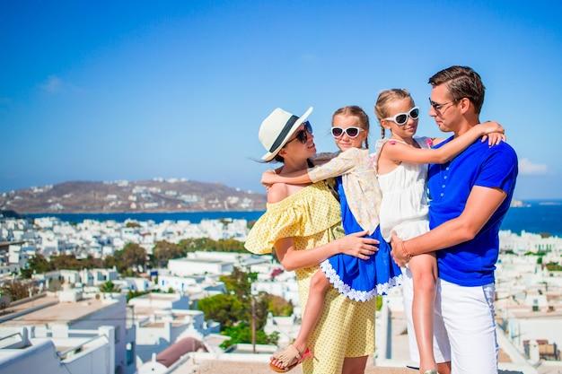Retrato de família em férias em mykonos