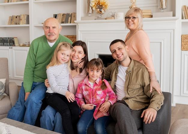 Retrato de família em foto média