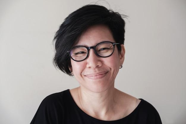 Retrato, de, feliz, e, saudável, natural, olhar, meio envelheceu, mulher asian