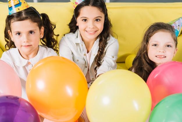 Retrato, de, feliz, meninas, com, balões coloridos