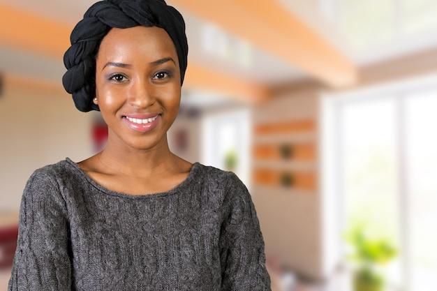 Retrato, de, feliz, mulher americana africana