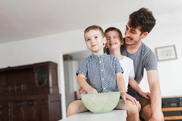 Retrato, de, feliz, pai, com, seu, crianças