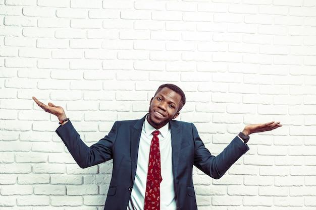 Retrato, de, feliz, sorrindo, pretas, homem negócio