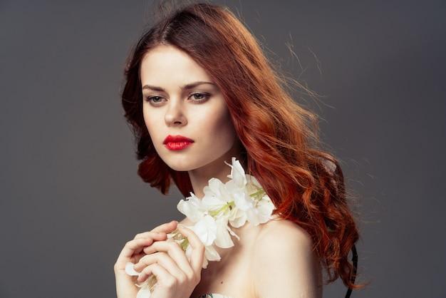 Retrato de flores de mulher