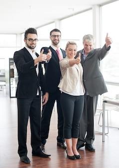 Retrato de grupo de pessoas de negócios e executivos
