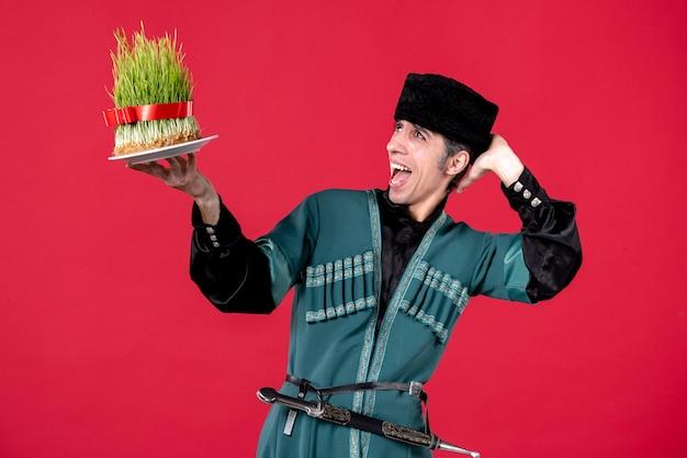 Retrato de homem azeri em traje tradicional com sêmen no vermelho