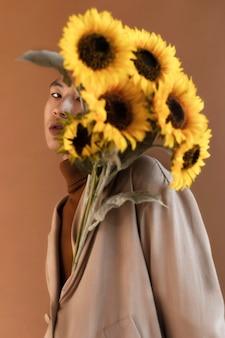 Retrato de homem com flores