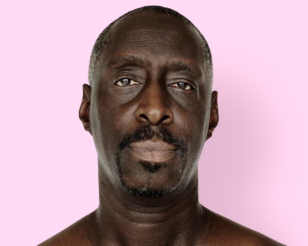 Retrato de homem idoso africano, rosto de perto