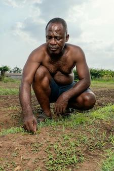 Retrato de homem idoso africano