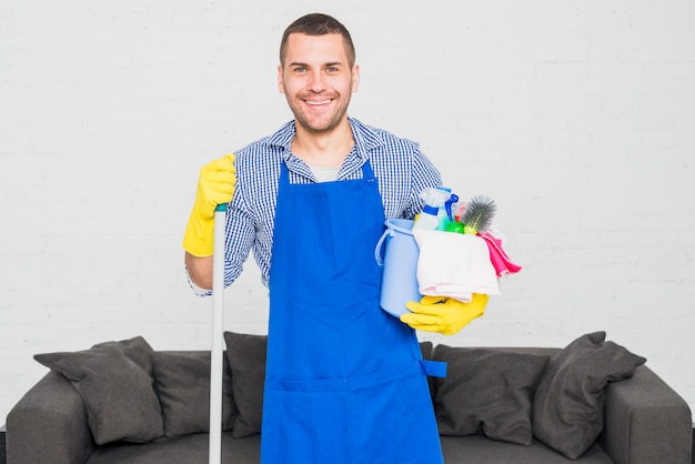 Retrato, de, homem, limpeza, seu, lar