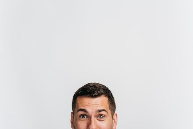 Retrato, de, homem, mostrando, só, seu, rosto