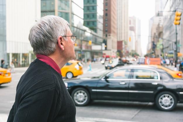 Retrato de homem sênior em nova york