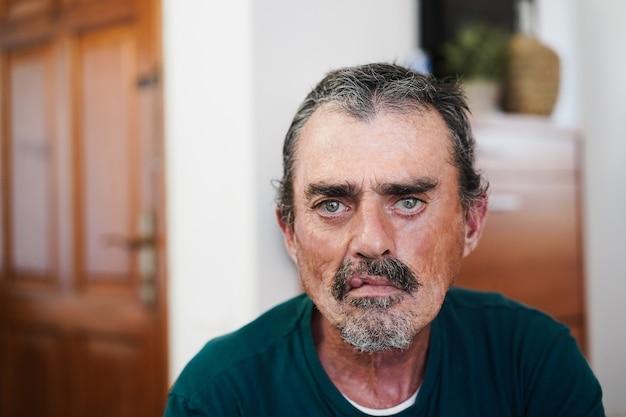 Retrato de homem sênior - foco nos olhos
