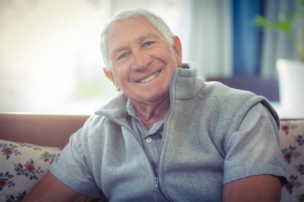 Retrato, de, homem sênior, sorrindo