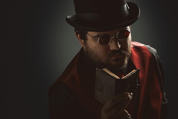 Retrato de homem steampunk