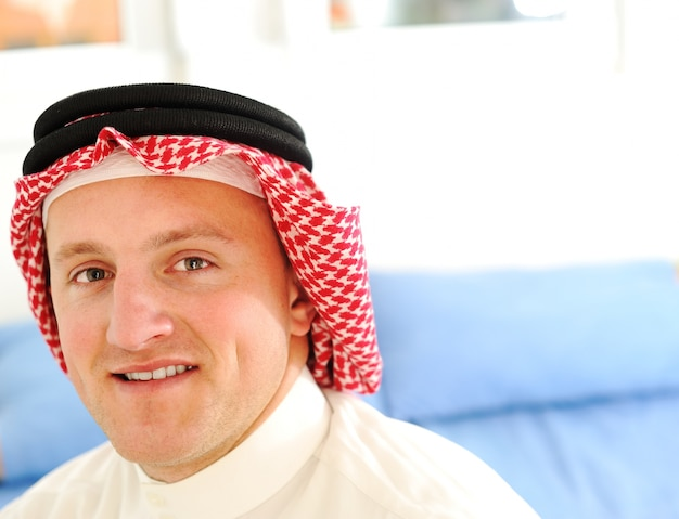 Retrato de jovem árabe