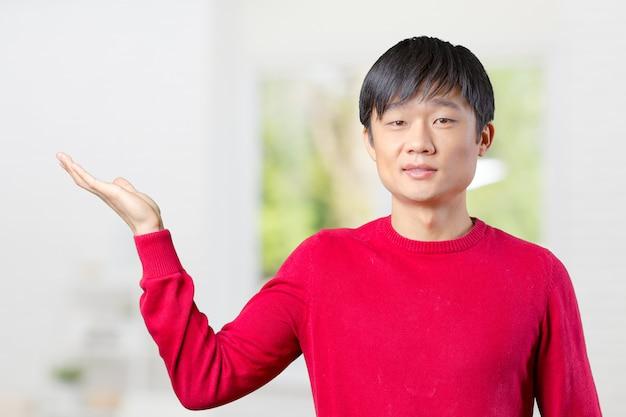 Retrato, de, jovem, asiático, apontar