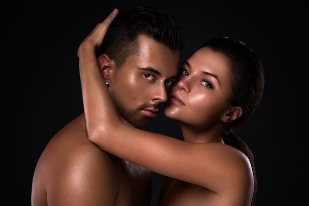 Retrato de jovem casal lindo