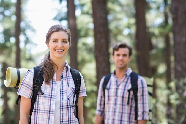 Retrato de jovem casal sorridente