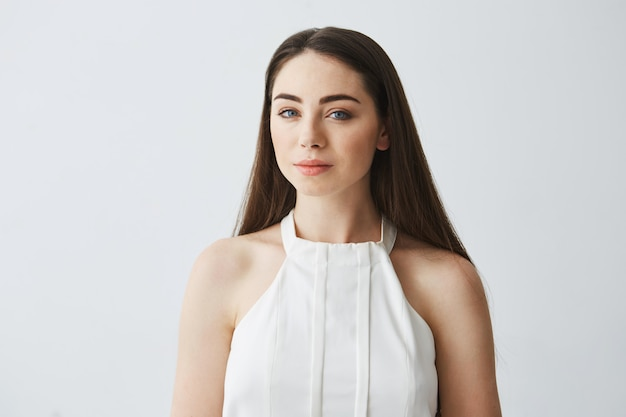 Retrato de jovem concurso linda garota sorrindo blusa.