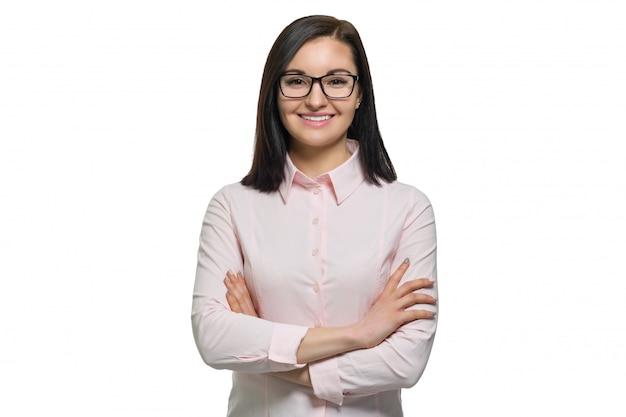Retrato, de, jovem, confiante, mulher sorridente, em, óculos, com, mãos dobradas