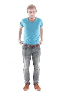 Retrato de jovem elegante em uma camiseta e jeans