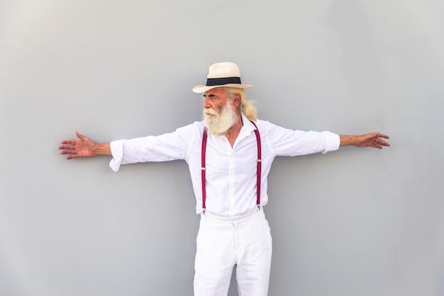 Retrato de jovem homem idoso, conceitos sobre estilo de vida e idosos