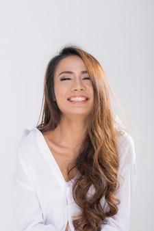 Retrato de linda mulher asiática.