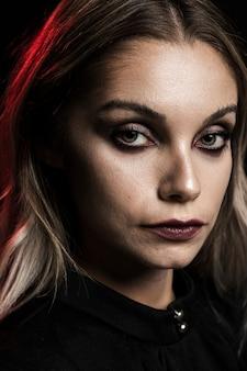 Retrato, de, loiro, mulher, com, maquiagem