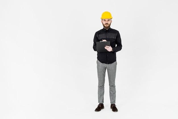 Retrato, de, macho, engenheiro, com, caneta, e, área de transferência