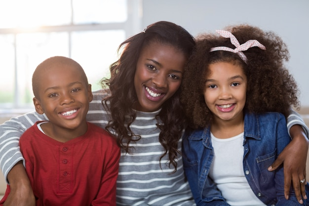 Retrato de mãe com seus filhos