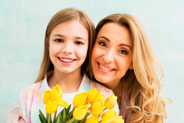 Retrato, de, mãe filha, sorrindo