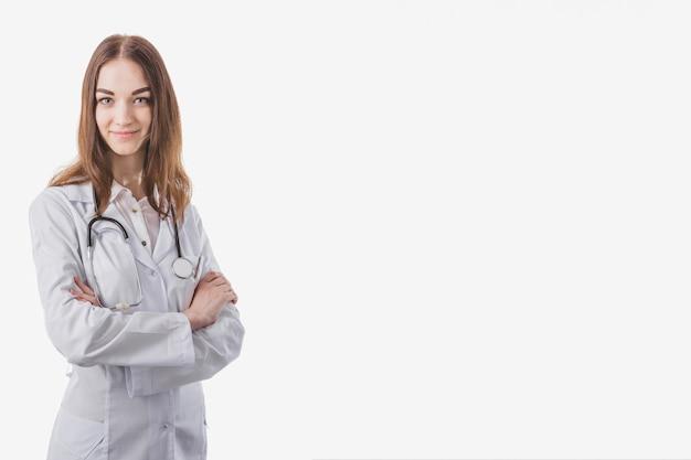 Retrato de médico bastante jovem