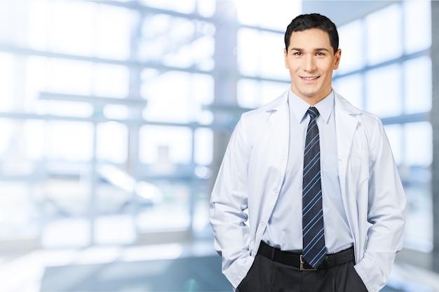 Retrato de médico bonito