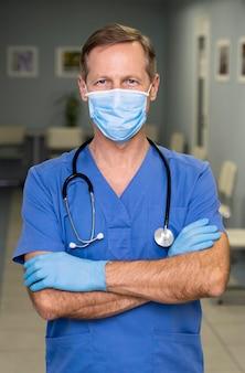 Retrato de médico masculino