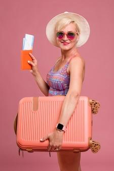 Retrato, de, meio envelheceu, mulher, ir, verão, férias