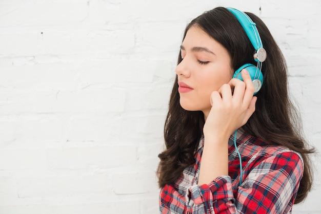 Retrato, de, menina adolescente, com, música, conceito