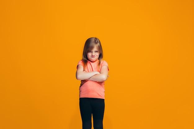 Retrato de menina adolescente com raiva